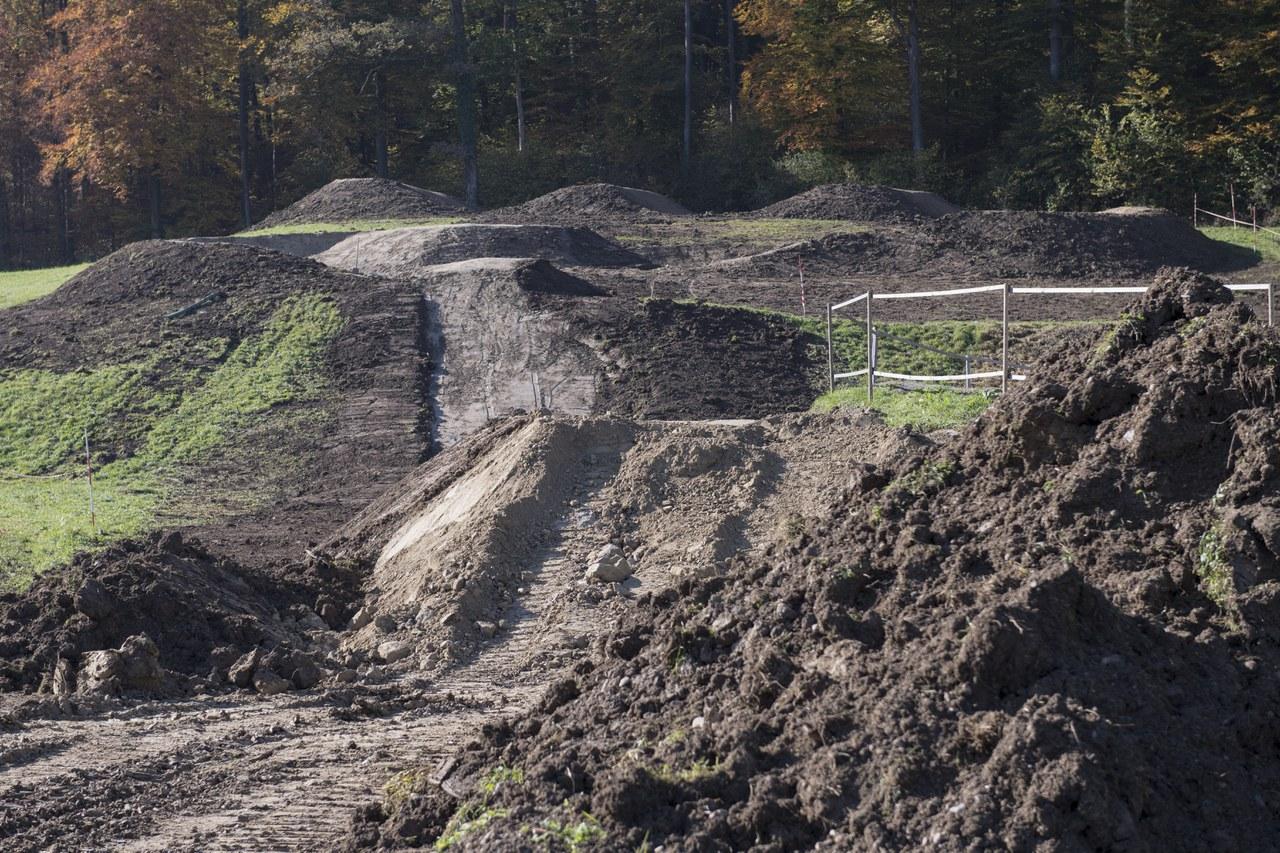 Bauarbeiten für die neue Bikestrecke im Dättnau