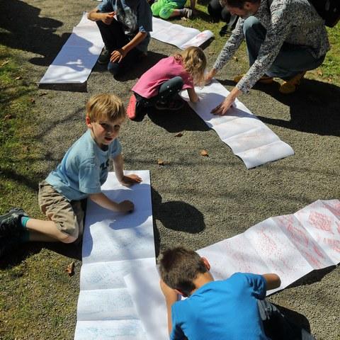 «Diesen Boden nehmen wir uns!» Entdecker-Parcours für Kinder mit Salome Landa. Vergrösserte Ansicht
