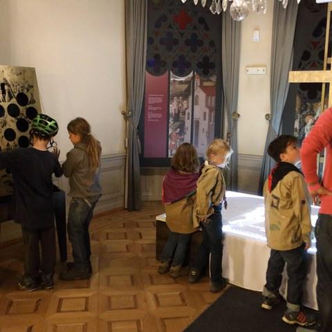 In der Ausstellung. Vergrösserte Ansicht
